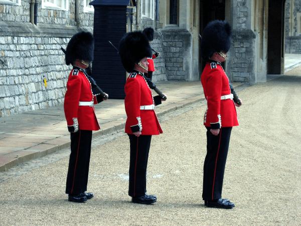 Photo of Zagadka: trzech strażników, dwoje drzwi